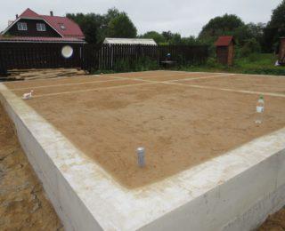 Ропша — монолитная плита с ростверком под брусовый дом