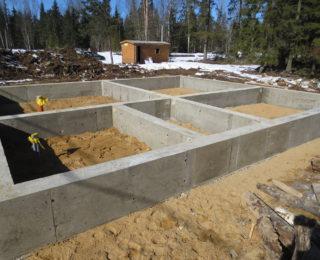 Агалатово — ленточный фундамент и сваи под дом из рубленного бревна
